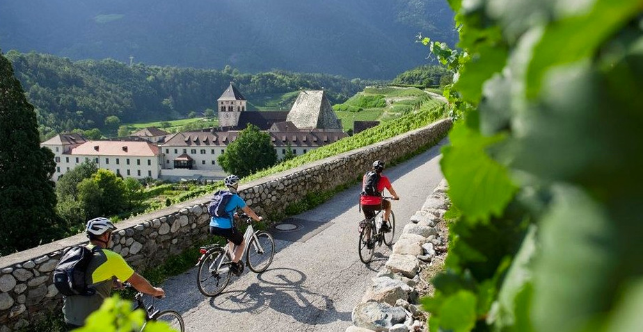 Brenner to Bolzano bike tour via Isarco Valley